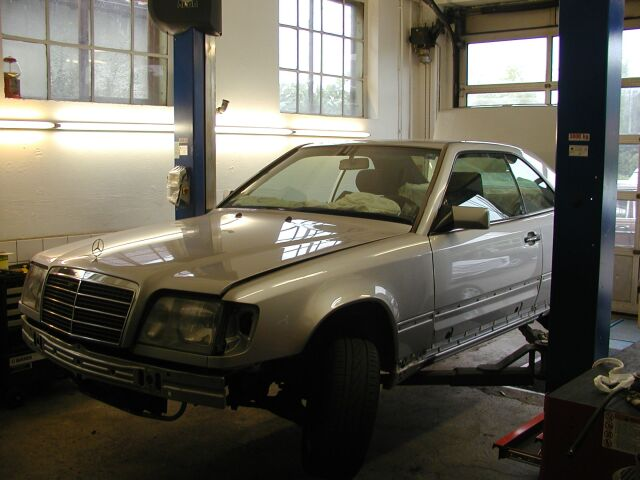 MB_W124_Coupe_1